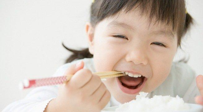 Làm thế nào để bé thích ăn và ăn ngon miệng hơn?