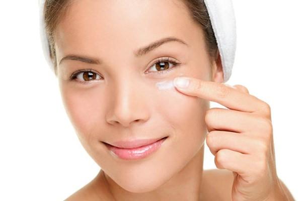 Thế nào là kem dưỡng da không an toàn? Cách nhận biết và chọn kem dưỡng da an toàn
